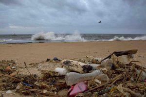 mares amenzados oceanos plasticos basura