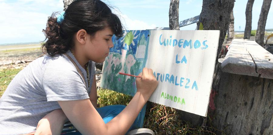 Jovenes en Guayanilla pintan por el medioambiente