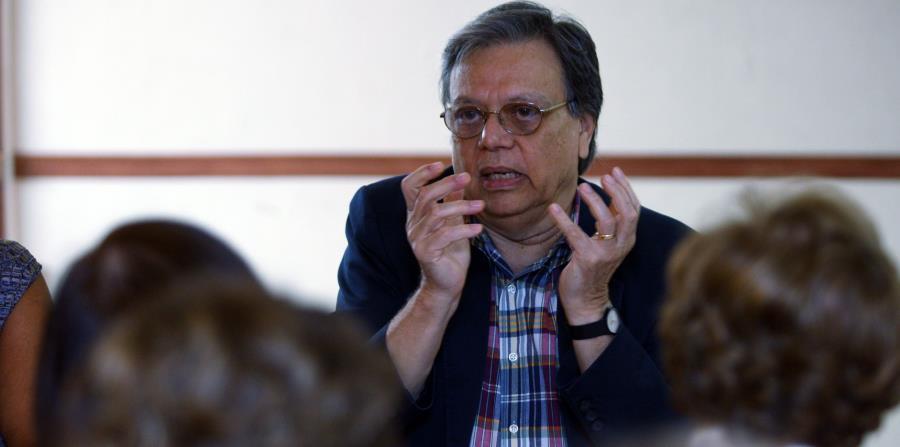 escritor Arturo Echavarria