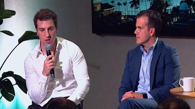 Brian Chesky de Airbnb y gobernador Ricardo Rosselló Puerto Rico