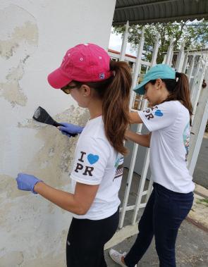 voluntarios reconstruyen con amor a Puerto Rico