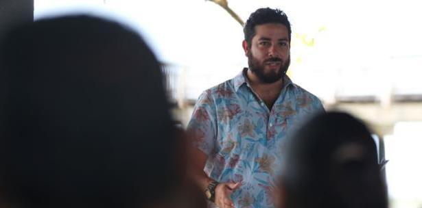 biologo marino Chris Morales