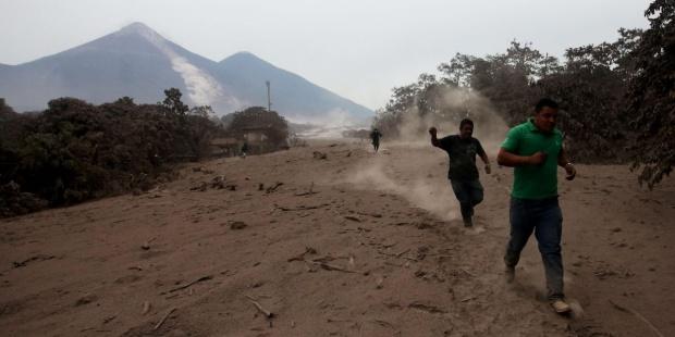 erupcion del volcan en Guatemala
