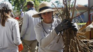 voluntario-reforestar-puerto-rico