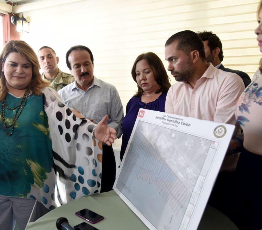 Jenniffer González junto al alcalde Rodríguez