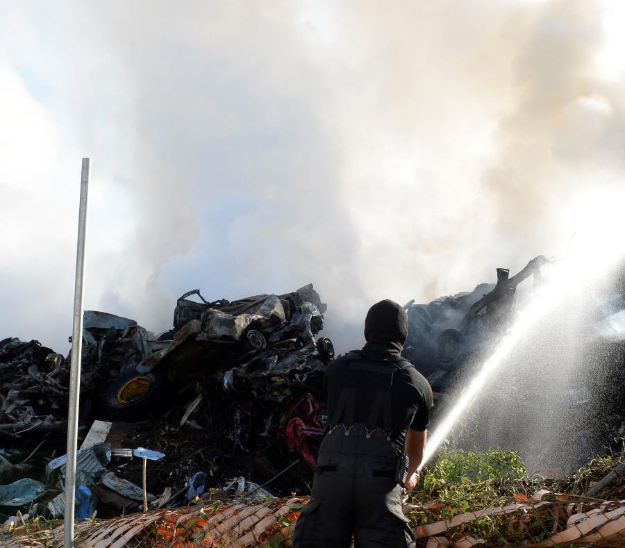 fuego en planta de reciclaje en Carolina