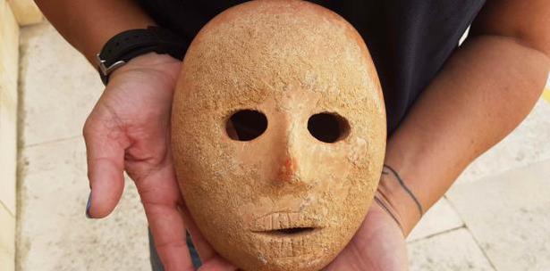 mascara de piedra de 9 mil años