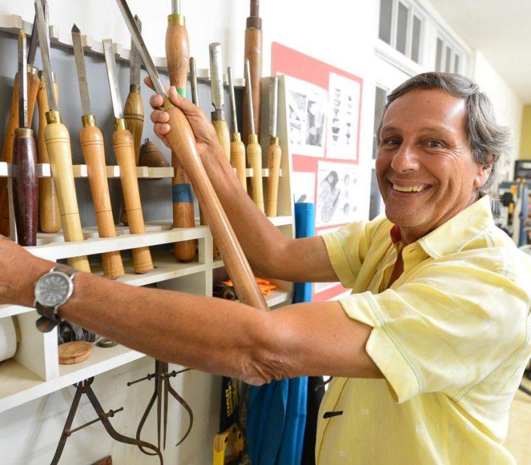 Ángel Colón: amante del béisbol, madera y fotografía