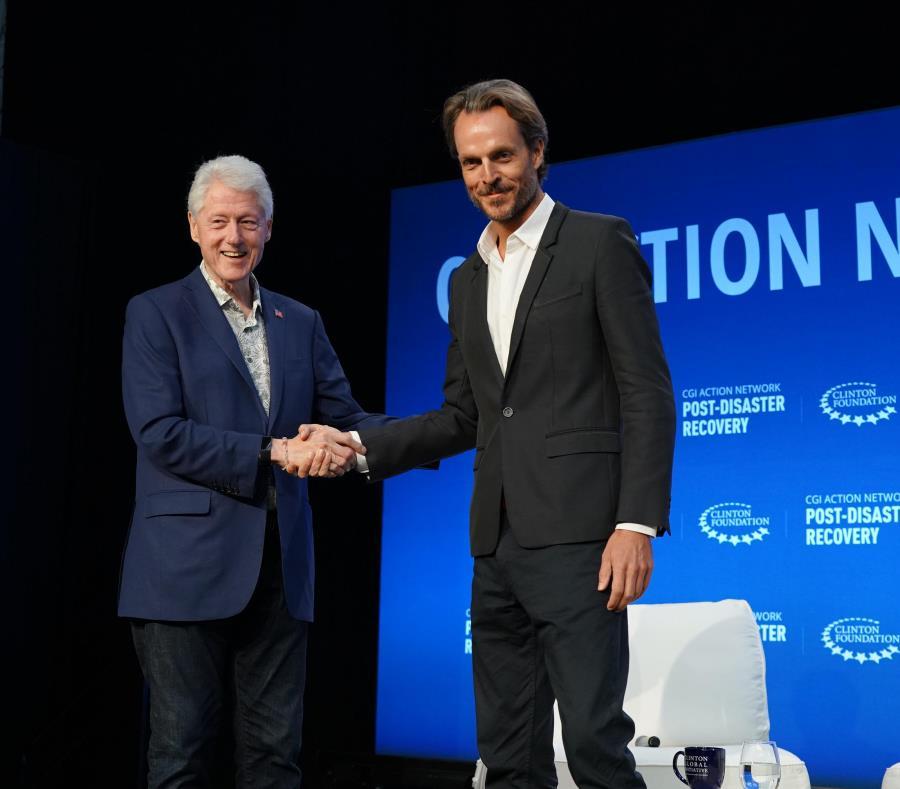 Bill Clinton Jeff Palmer fundador TBL Tourism
