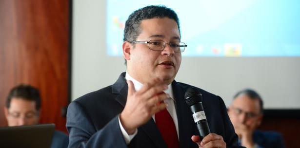 presidente Colegio Medicos Victor Ramos