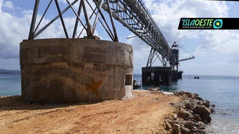 """Denuncian """"destrucción del hábitat marino"""" por construcción en muelle de azúcar en Aguadilla"""