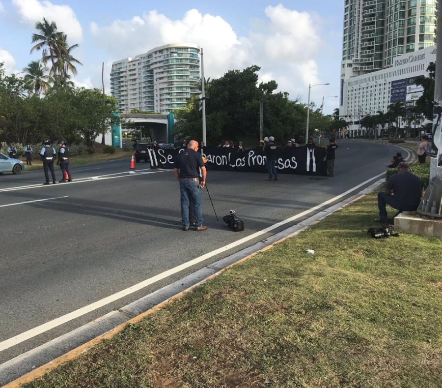 manifestacion en la entrada del Viejo San Juan