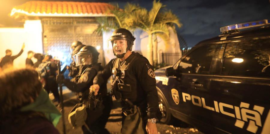 manifestantes protestan contra Rossello
