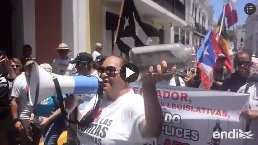 manifestantes frente a La Fortaleza