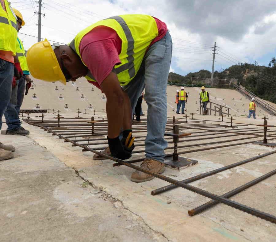 reconstruccion de la represa en el lago Guajataca