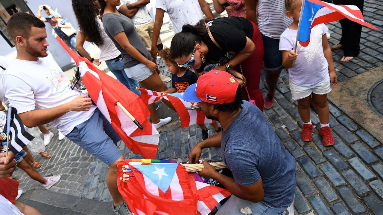 RECORRIDO CALLE FORTALEZA Banderas De Puerto Rico