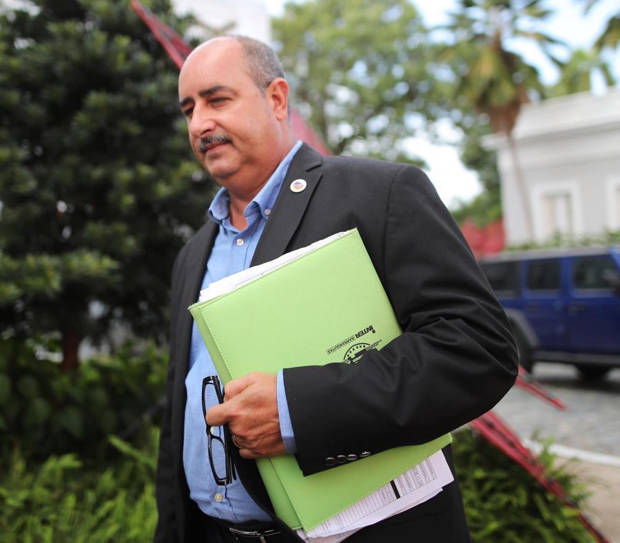 Secretario De Agricultura Carlos Flores