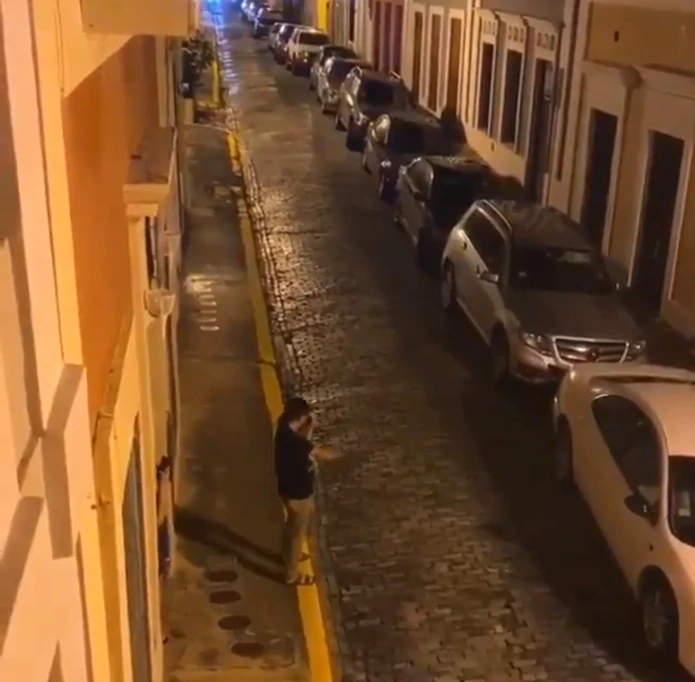 Musico Toca En Mi Viejo San Juan