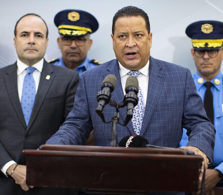Comisionado De La Policia Henry Escalera