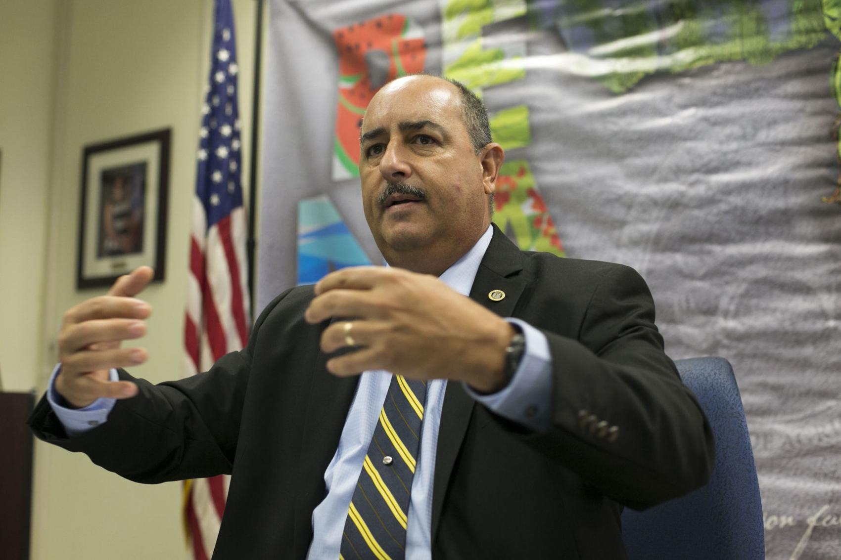 Secretario Departamento Agricultura Carlos Flores Ortega